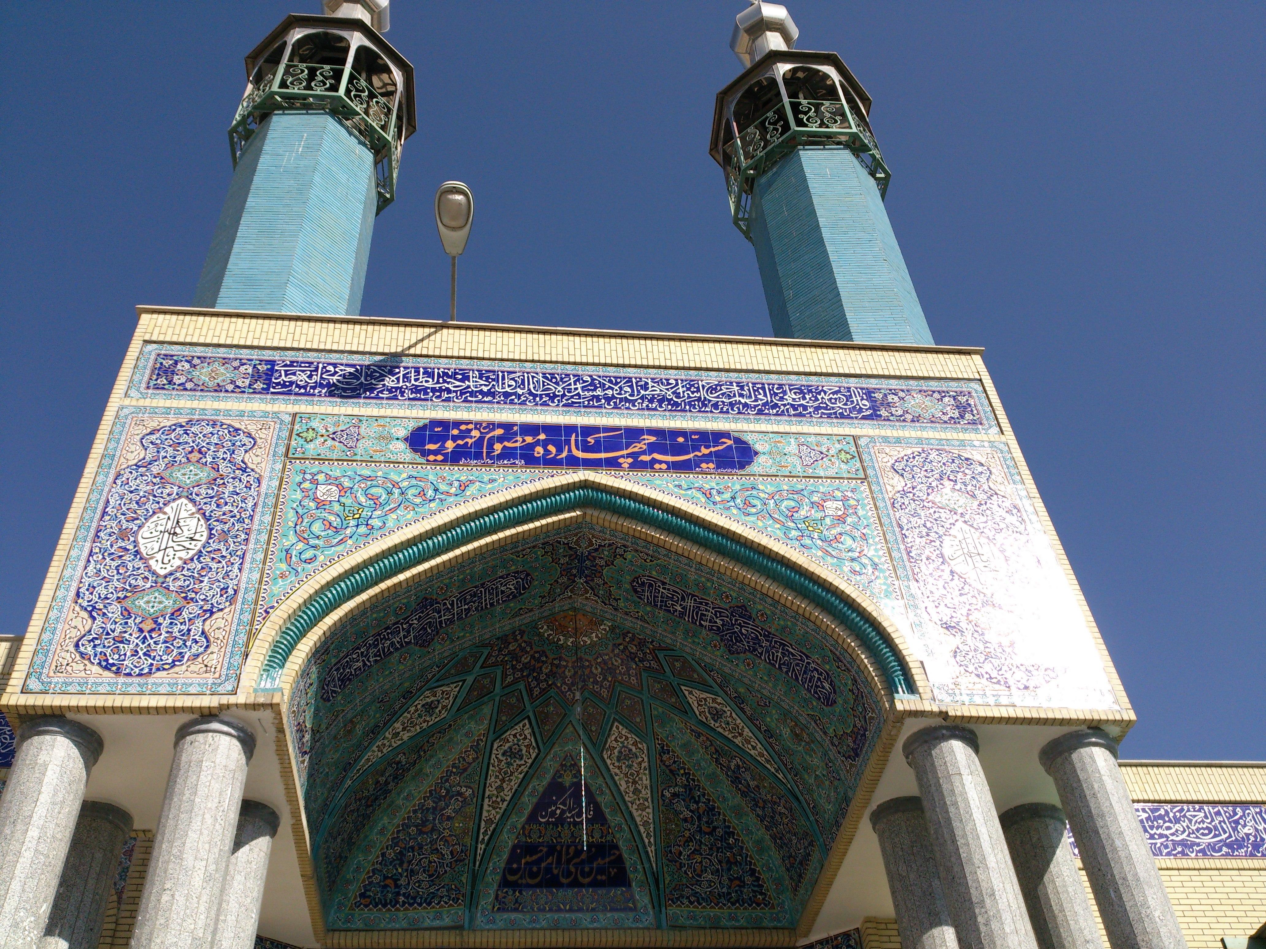 تکمیل نمای بیرونی حسینیه ی چهارده معصوم (ع) محله قهنویه